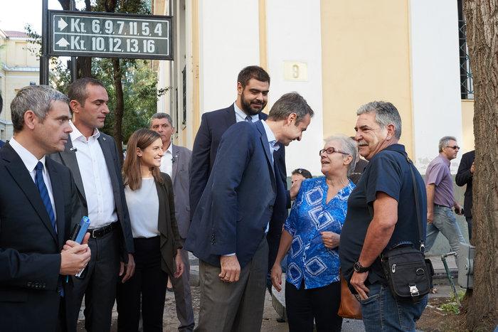 Αιφνιδιαστική επίσκεψη Μητσοτάκη στην Ευελπίδων