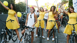 Τι κάνει η Monika με ένα ποδήλατο και μία AMSTEL Radler Lemοn στο χέρι;