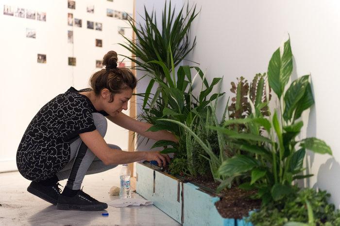 Η 35χρονη Στεφανία Στρούζα δουλεύει στο έργο της