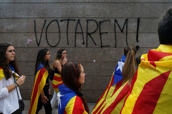 Χιλιάδες φοιτητές στους δρόμους της Βαρκελώνης υπέρ του δημοψηφίσματος ΦΩΤΟ - εικόνα 3