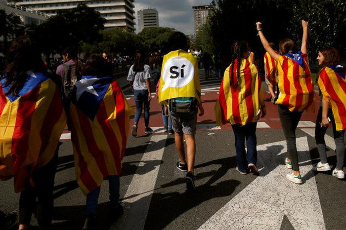 Χιλιάδες φοιτητές στους δρόμους της Βαρκελώνης υπέρ του δημοψηφίσματος ΦΩΤΟ - εικόνα 4