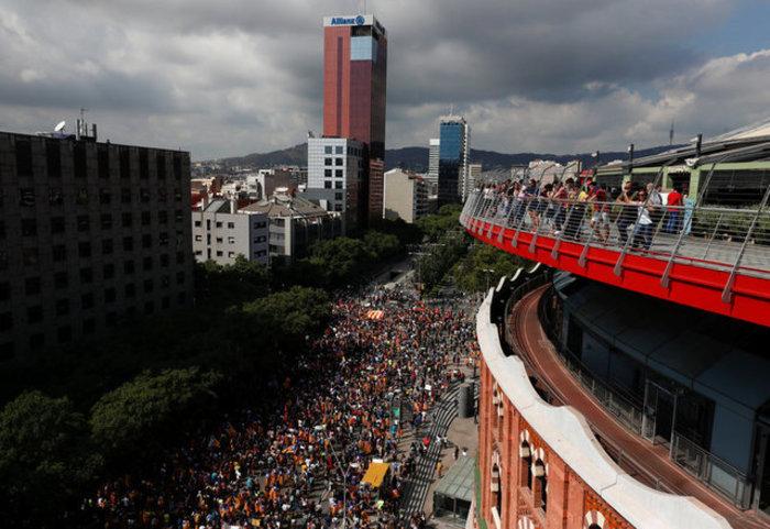 Χιλιάδες φοιτητές στους δρόμους της Βαρκελώνης υπέρ του δημοψηφίσματος ΦΩΤΟ - εικόνα 8