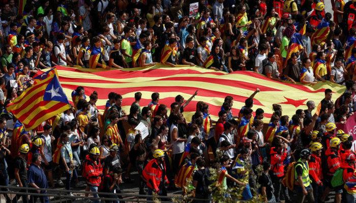Χιλιάδες φοιτητές στους δρόμους της Βαρκελώνης υπέρ του δημοψηφίσματος ΦΩΤΟ - εικόνα 11