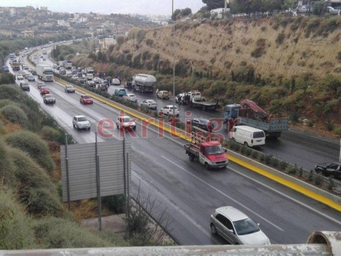 Mπαράζ τροχαίων ατυχημάτων στην Κρήτη – Εικόνες και βίντεο