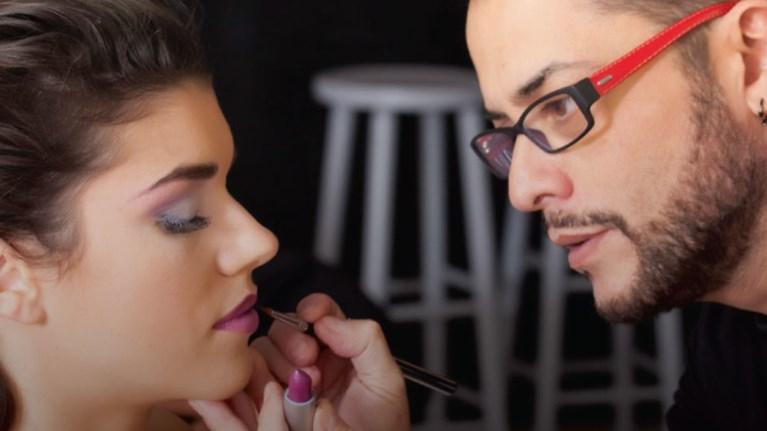 o-senior-ellinas-make-up-artist-giannis-mixailidis-sto-iek-alfa