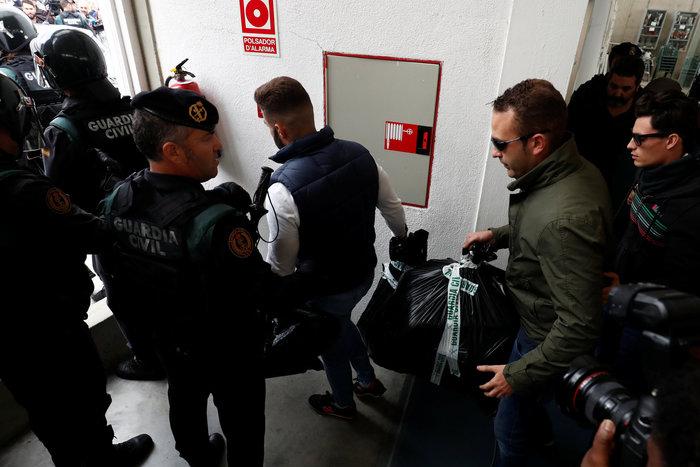 Καρέ καρέ τα βίαια επεισόδια στην Καταλονία για το δημοψήφισμα - εικόνα 2