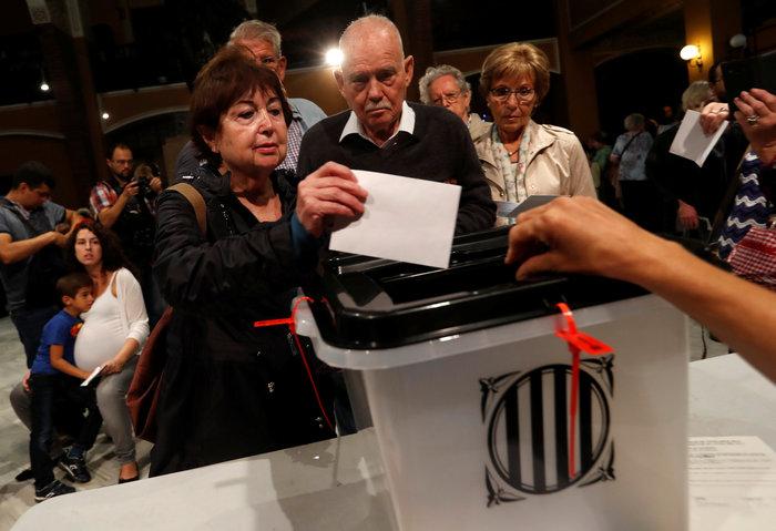 Καρέ καρέ τα βίαια επεισόδια στην Καταλονία για το δημοψήφισμα - εικόνα 8