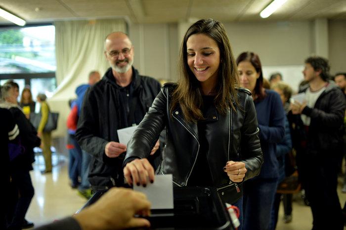 Καρέ καρέ τα βίαια επεισόδια στην Καταλονία για το δημοψήφισμα - εικόνα 14