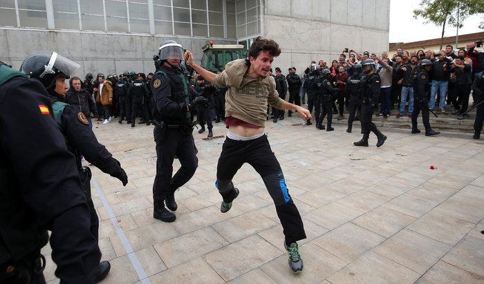 Καταλονία: 90% υπέρ της ανεξαρτησίας - 844 οι τραυματίες - εικόνα 12