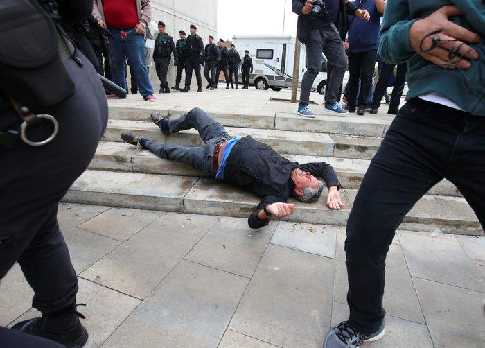 Καταλονία: 90% υπέρ της ανεξαρτησίας - 844 οι τραυματίες - εικόνα 8
