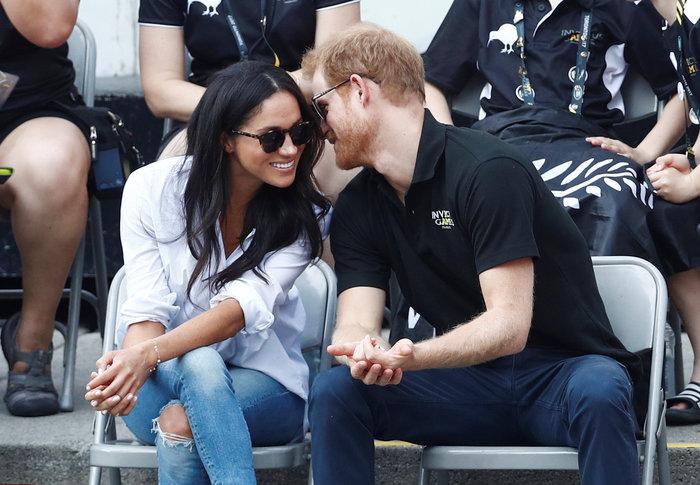 Το τρυφερό «κρυφό» φιλί του πρίγκιπα Χάρι στη Μέγκαν Μαρκλ