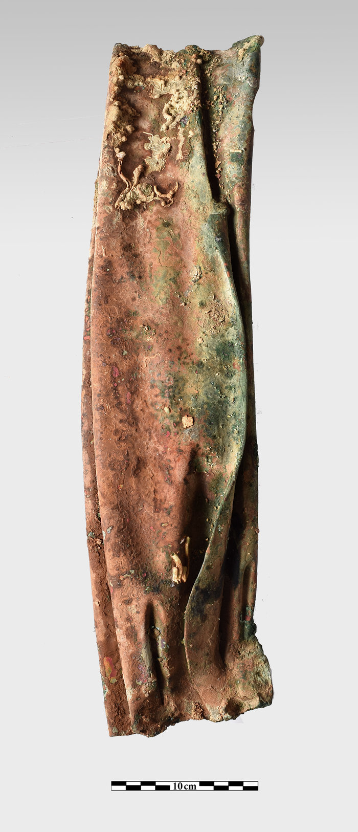 Χάλκινο τμήμα με πτυχώσεις ενδύματος, προερχόμενο από άγαλμα
