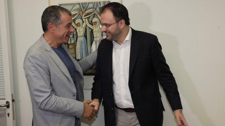 Τι συζήτησαν Θεοδωράκης - Θεοχαρόπουλος για την εκλογή αρχηγού