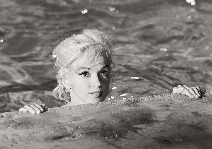 "Lawrence Schiller – Marilyn Monroe (Edge of Pool) ""Something's Got to Give"", 1962$5,000.00"