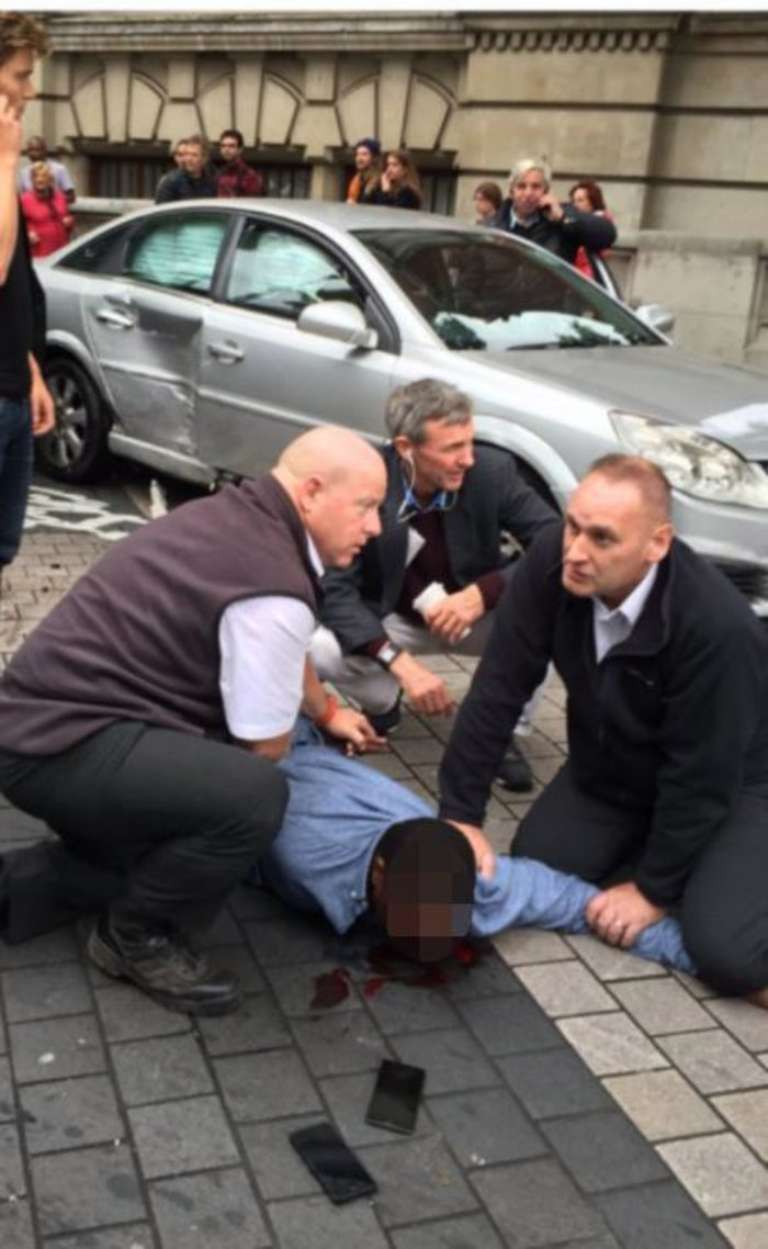 Συναγερμός στο Λονδίνο: Αυτοκίνητο έπεσε πάνω σε πεζούς - 11 τραυματίες
