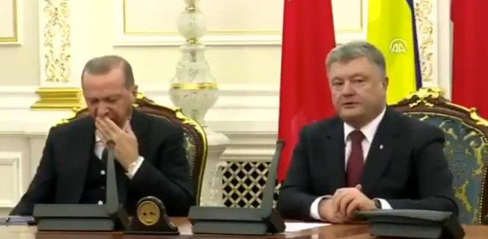 Ο Ερντογάν κοιμήθηκε σε συνέντευξη τύπου στην Ουκρανία video