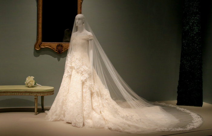 Εκθεμα σε μουσείο το νυφικό της Αμάλ Κλούνεϊ - Γιατί δεν ήθελε να το δώσει