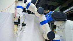 Ρομπότ με απαλά χέρια αλλάζει λάμπες χωρίς να τις σπάει!