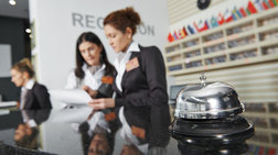 Πλήγμα 340 εκατ. ευρώ στην οικονομία από τον φόρο διαμονής στα ξενοδοχεία