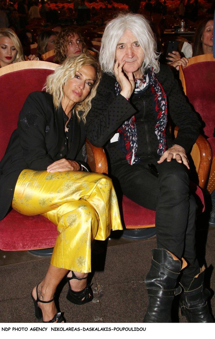 Βίσση - Καρβέλας μαζί στο θέατρο: Το ανατρεπτικό ντύσιμο της τραγουδίστριας - εικόνα 5