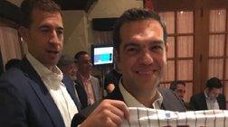 o-aleksis-tsipras-sto-sikago-me-fanela-omadas-tou-mpeizmpol-fwto