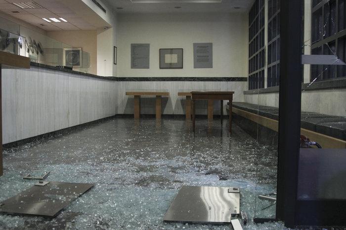 Επίθεση με σφυριά στον Συμβολαιογραφικό Σύλλογο Εφετείου Αθηνών (ΦΩΤΟ) - εικόνα 2