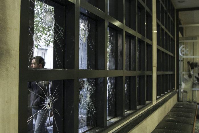 Επίθεση με σφυριά στον Συμβολαιογραφικό Σύλλογο Εφετείου Αθηνών (ΦΩΤΟ) - εικόνα 3
