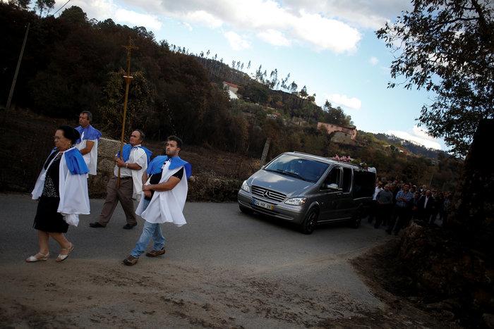 Πορτογαλία: 45 νεκροί από τις φωτιές, παραιτήθηκε η υπουργός Εσωτερικών - εικόνα 2
