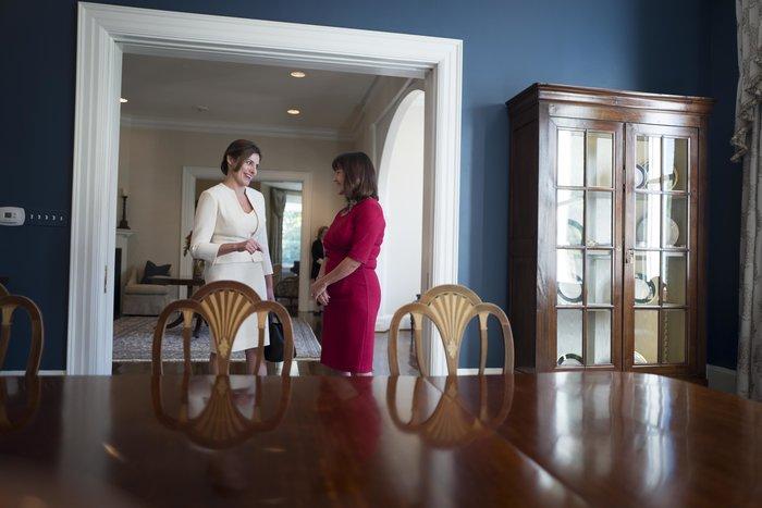 Καρέ καρέ η κομψή εμφάνιση της Μπέτυς Μπαζιάνα στο Λευκό Οίκο - εικόνα 2