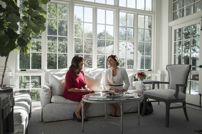 Καρέ καρέ η κομψή εμφάνιση της Μπέτυς Μπαζιάνα στο Λευκό Οίκο - εικόνα 6