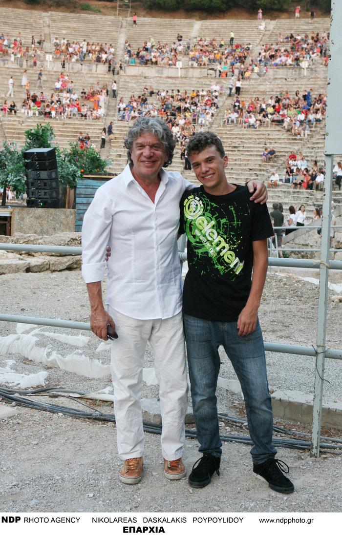 Ο 18χρονος γιος του Γιάννη Βούρου είναι ίδιος ο πατέρας του [Εικόνες] - εικόνα 4