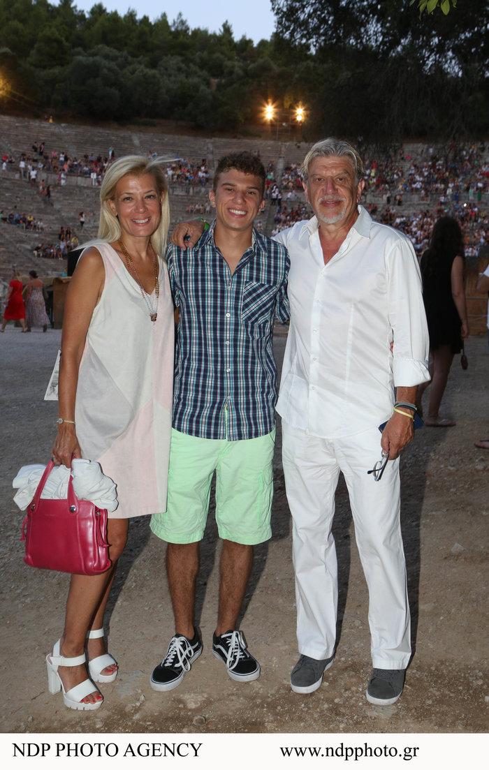 Ο 18χρονος γιος του Γιάννη Βούρου είναι ίδιος ο πατέρας του [Εικόνες] - εικόνα 5