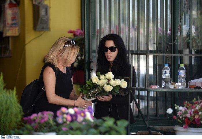 Θρήνος, οδύνη και αλληλοκατηγορίες στην κηδεία της 32χρονης - εικόνα 2
