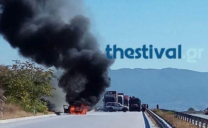 Πυρκαγιά σε περιπολικό της Αστυνομίας έξω από τη Θεσσαλονίκη