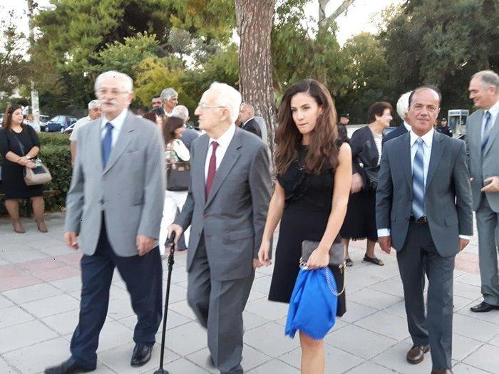 Εντυπωσιακή η κόρη του Χρήστου Σαρτζετάκη – Τον συνόδευσε στα Χανιά