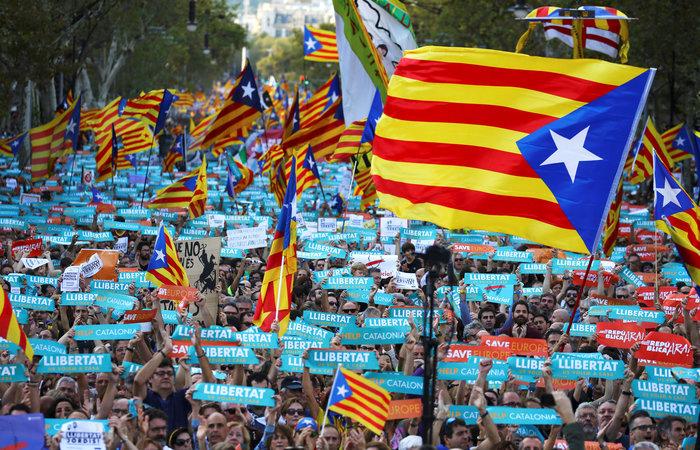 Βαθαίνει η κρίση: Πραξικόπημα Ραχόι καταγγέλλουν οι Καταλανοί - εικόνα 2