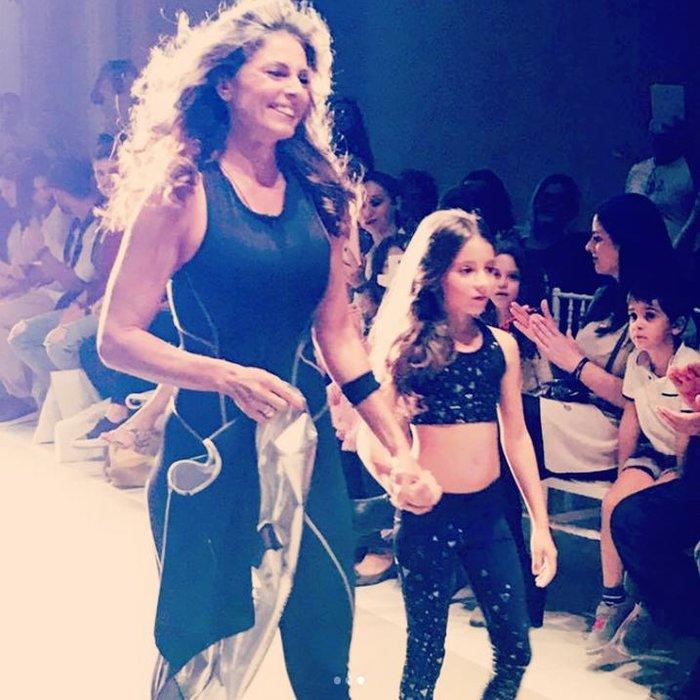 Η Κατερίνα Λάσπα περπάτησε στην πασαρέλα μαζί με την κόρη της [Εικόνες] - εικόνα 2