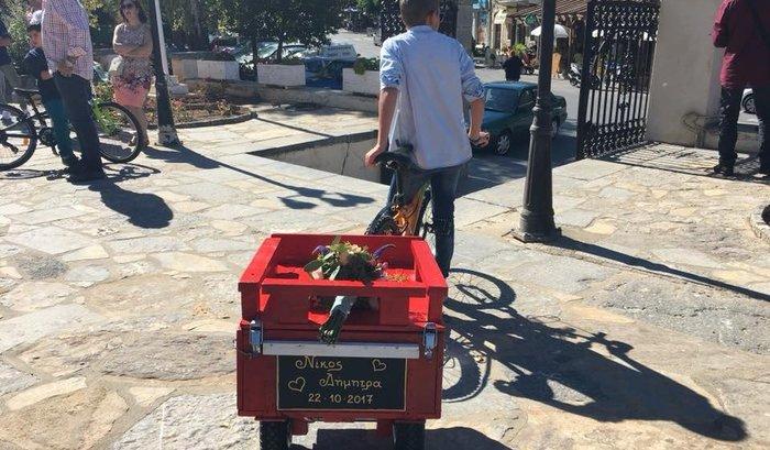 Γαμπρός στην Κρήτη πήγε στην εκκλησία με… ποδήλατο μαζί με τους μαθητές του - εικόνα 5
