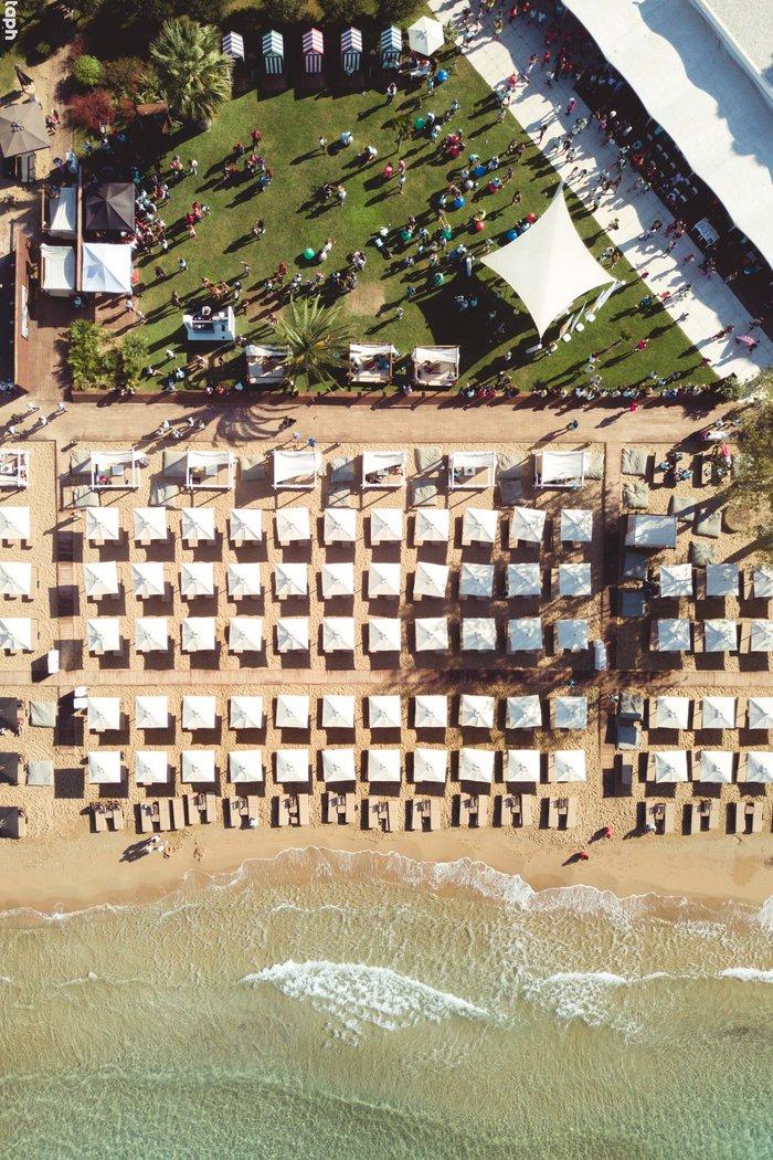 Astir Beach άνωθεν, λίγο μετά τους πρώτους τερματισμούς, την Κυριακή 22/10 στις 12:00.