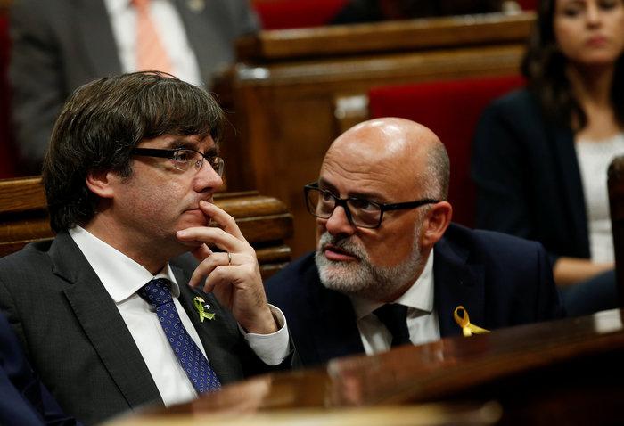 Διπλή μάχη στα κοινοβούλια της Βαρκελώνης και της Μαδρίτης
