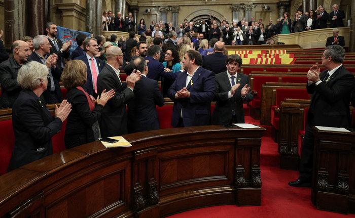 Σαμπάνιες & ξέφρενοι πανηγυρισμοί από τους Καταλανούς - φωτο - εικόνα 9
