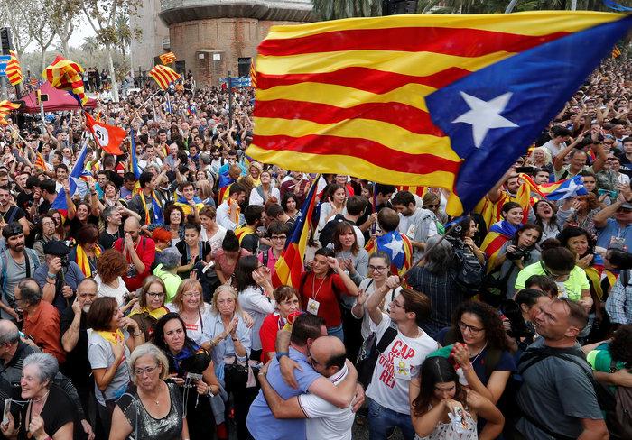 Σαμπάνιες & ξέφρενοι πανηγυρισμοί από τους Καταλανούς - φωτο - εικόνα 6