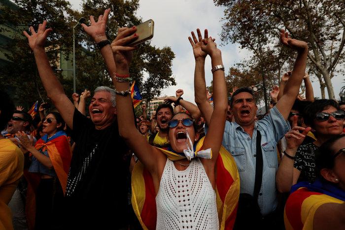 Σαμπάνιες & ξέφρενοι πανηγυρισμοί από τους Καταλανούς - φωτο - εικόνα 5