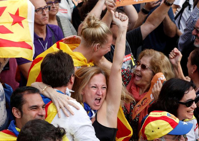 Σαμπάνιες & ξέφρενοι πανηγυρισμοί από τους Καταλανούς - φωτο - εικόνα 8