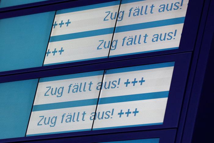Ανεμοι 180 χλμ προκάλεσαν χάος και νεκρούς σε Γερμανία-Τσεχία - εικόνα 13