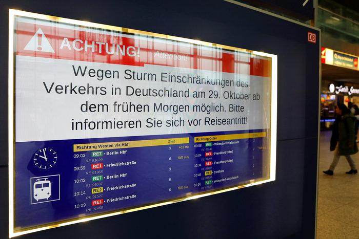 Ανεμοι 180 χλμ προκάλεσαν χάος και νεκρούς σε Γερμανία-Τσεχία - εικόνα 14