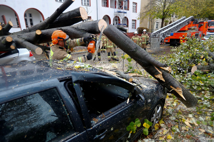 Ανεμοι 180 χλμ προκάλεσαν χάος και νεκρούς σε Γερμανία-Τσεχία