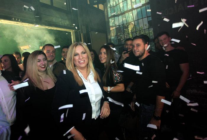 Φώφη Γεννηματά: Οι selfies και τα χαμόγελα στο club Socialista στο Γκάζι - εικόνα 2