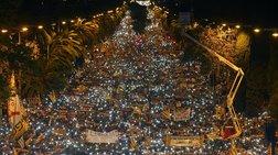 Εκατοντάδες χιλιάδες άνθρωποι στους δρόμους της Βαρκελώνης