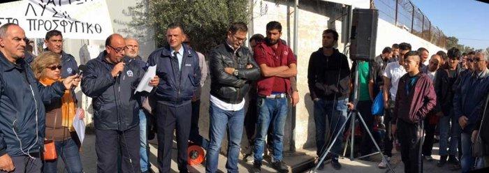 Συγκέντρωση αστυνομίας έξω από τη Μόρια/ φωτό Ιγνάτης Τσικνής